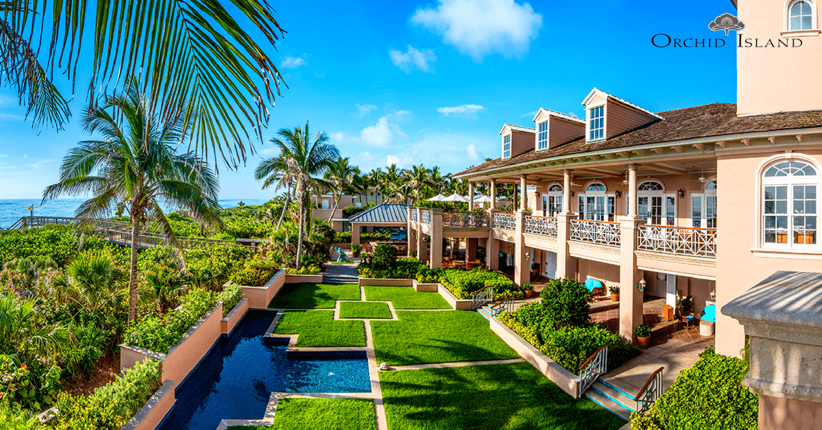 The landscaped courtyard at Orchid Island Beach Club with a view of the Atlantic Ocean in the background
